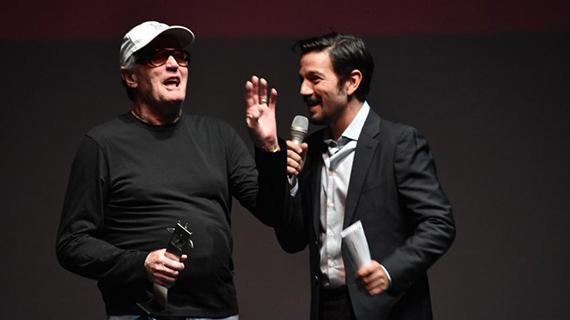 Peter Fonda, con Diego Luna, el pasado marzo en Guadalajara