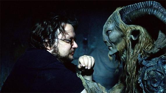 """Guillermo del Toro y uno de sus personajes en """"El laberinto del fauno"""""""