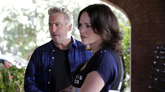 William Petersen y Jorja Fox