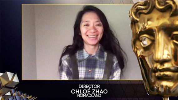 Chloe Zhao, doble ganadora del fin de semana